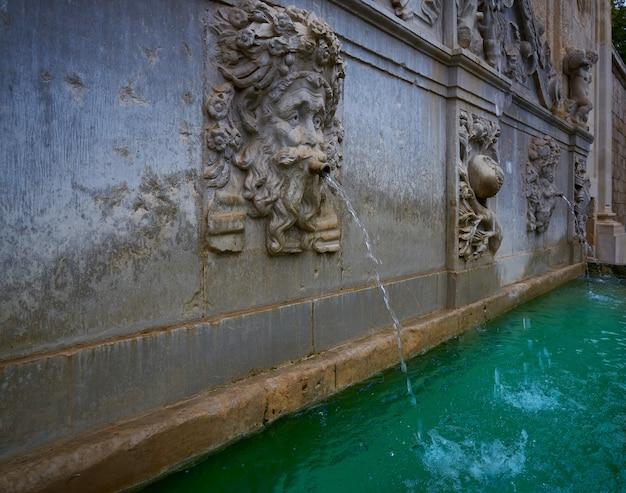 Alhambra-fontein pilar de carlos v granada Premium Foto