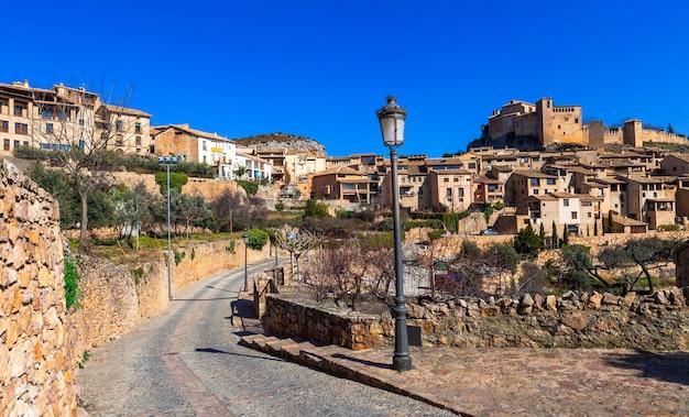 Alquezar - prachtig middeleeuws dorp in de bergen van aragon. spanje Premium Foto