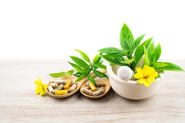 Alternatieve kruidengeneeskunde, vitamine en supplementencapsule van natuurlijk Premium Foto