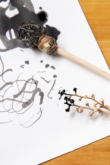 Alternatieve moderne penselen met inkt Gratis Foto