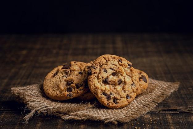 Amerikaanse koekjes op jutestof Premium Foto