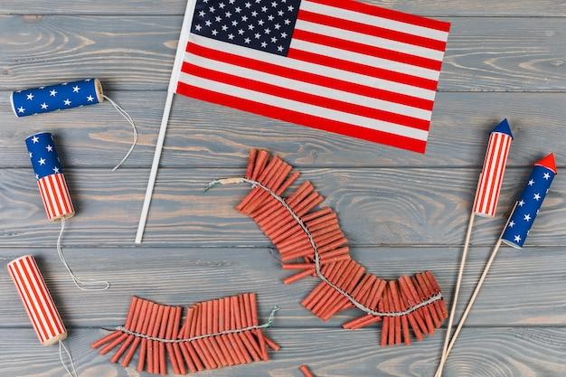 Amerikaanse vlag en vuurwerk Gratis Foto