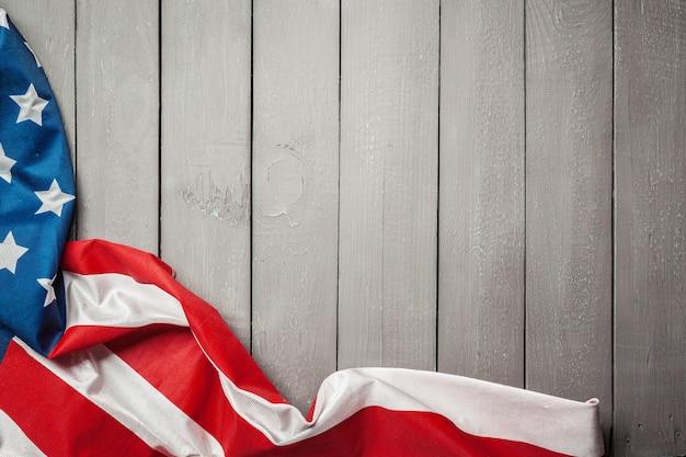 Amerikaanse vlag op houten achtergrond Premium Foto