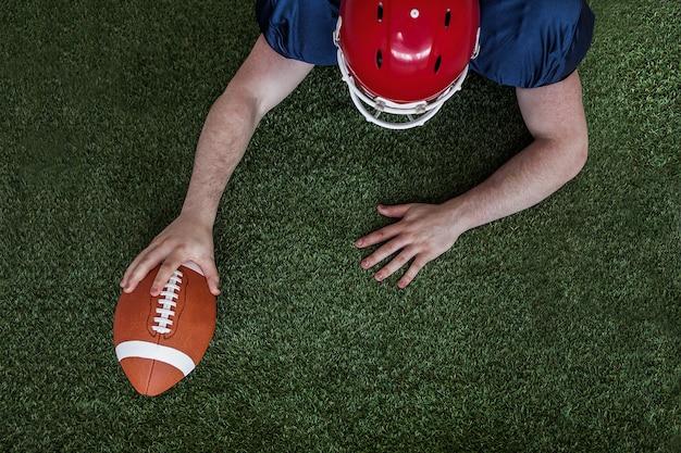 Amerikaanse voetbalster die een touchdown noteert Premium Foto