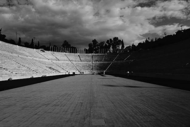 Amfitheater trappen in zwart en wit Gratis Foto