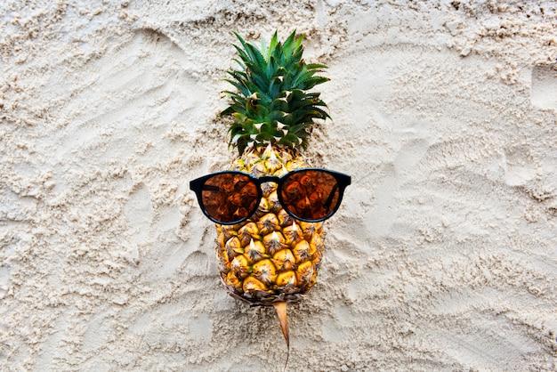 Ananas tropisch sap zomer concept Gratis Foto