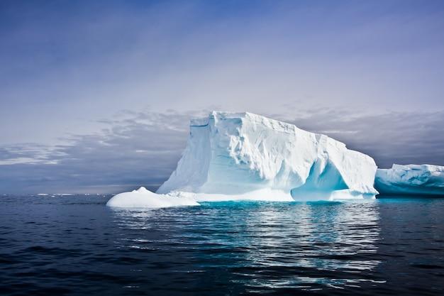 Antarctische ijsberg Premium Foto