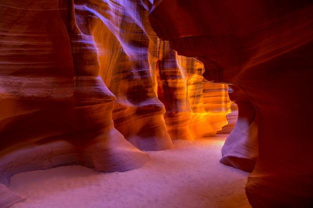 Antelope canyon arizona op navajo-land dichtbij pagina Premium Foto
