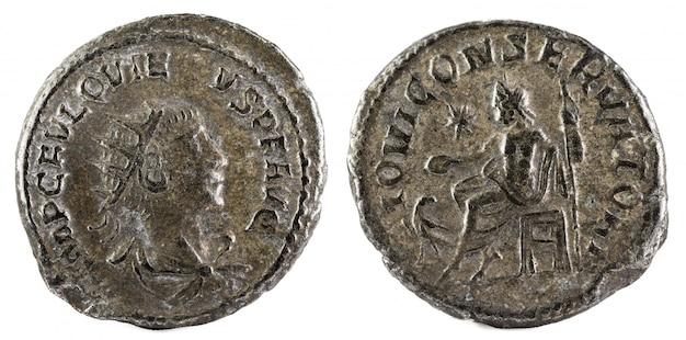 Antoninianus. oude romeinse munt van keizer quietus. Premium Foto