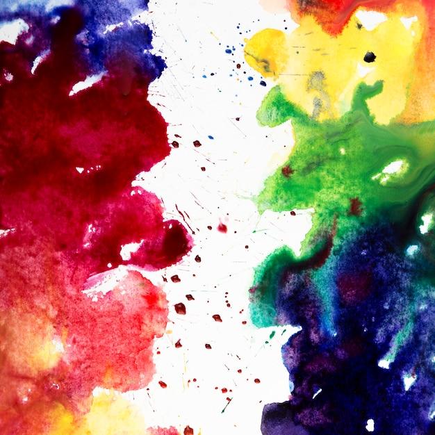 Aquarel penseelstreken met regenboogkleuren Gratis Foto