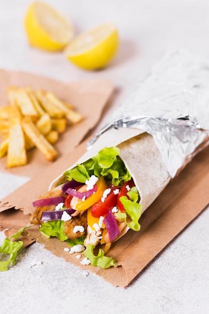Arabisch kebab sandwich hoog uitzicht eten Gratis Foto
