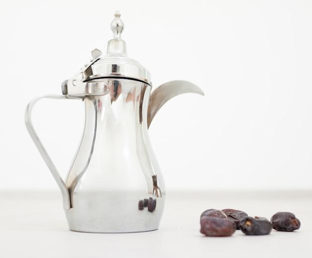 Arabische koffie klaar voor ramadan Premium Foto