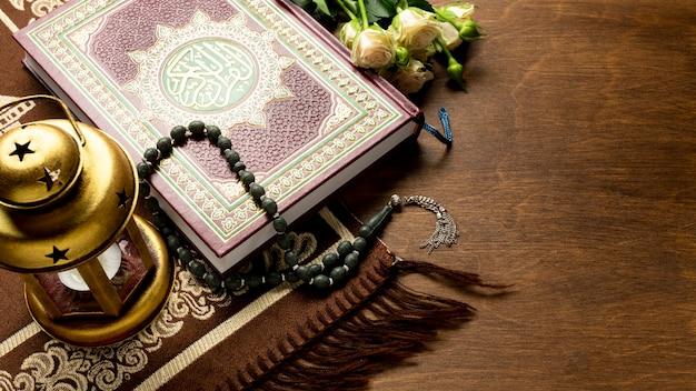 Arabische traditionele items voor gebed Gratis Foto