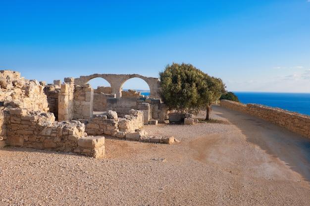 Archeologische overblijfselen van kourion in cyprus Premium Foto