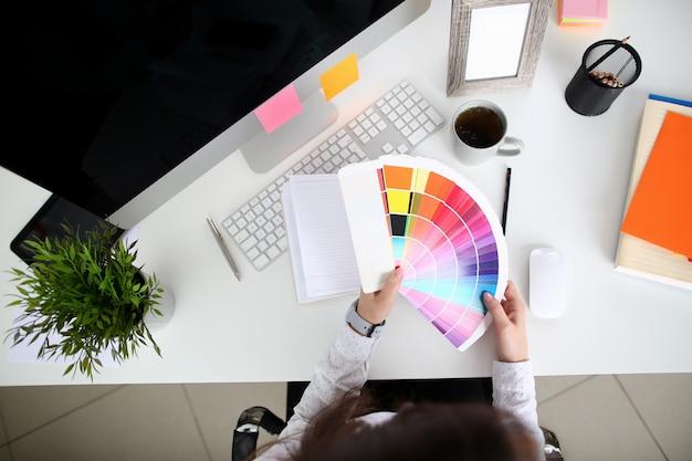 Architect op werkomgeving Premium Foto