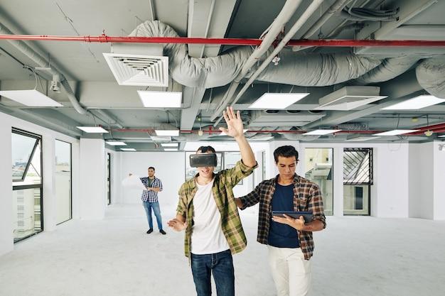 Architecten die augmented reality gebruiken Premium Foto