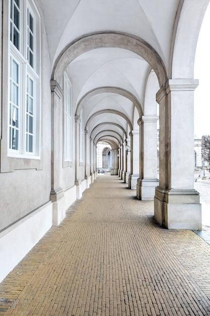 Architectuur van gangzaal van het parlementsgebouw in kopenhagen denemarken. Premium Foto