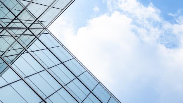 Architectuur van geometrie bij glazen raam. Premium Foto