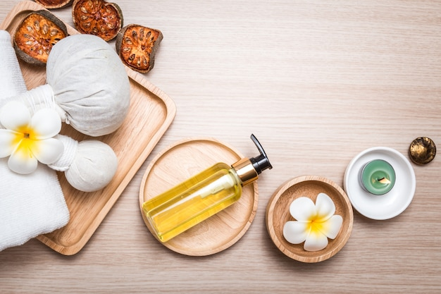 Aromatherapie suplies op hout Premium Foto