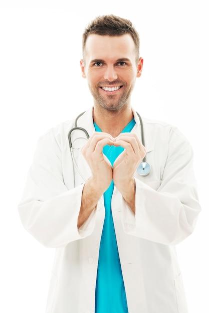 Arts die hartvorm met zijn handen maakt Gratis Foto