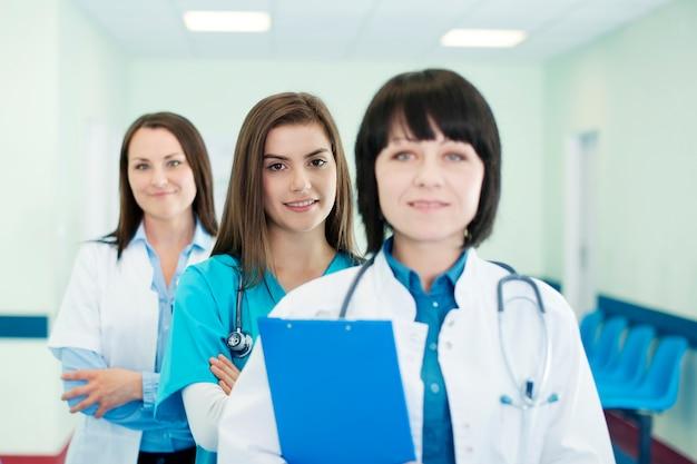Artsen in een rij Gratis Foto