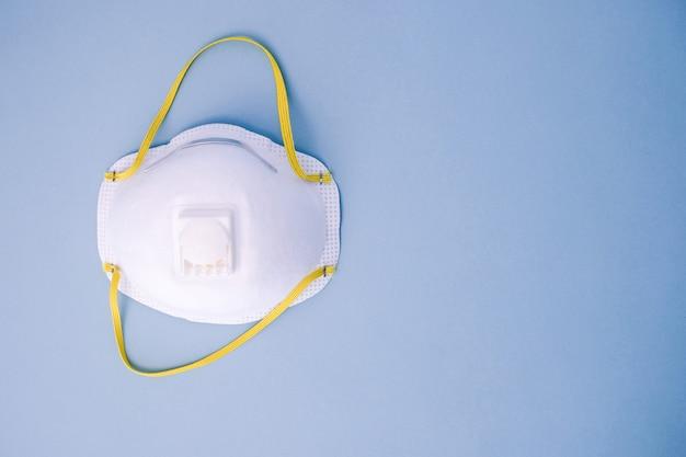 Artsenmasker n95 voor bescherming tegen coronavirus. Premium Foto