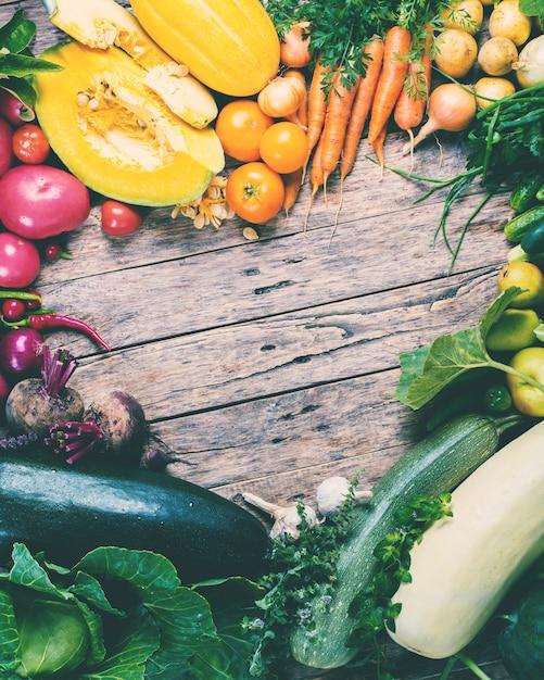 Assortiment fresh organic vegetables frame market Premium Foto