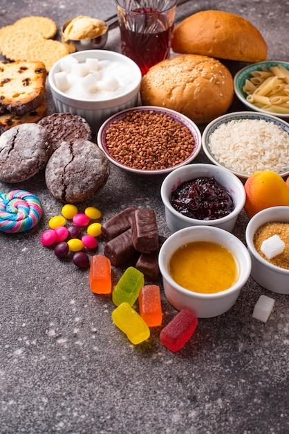 Assortiment van eenvoudige koolhydraten eten Premium Foto