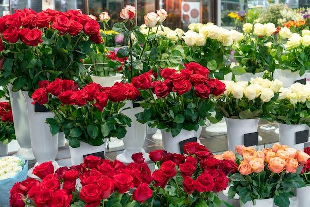 Assortiment van elegante rode bloemen Gratis Foto