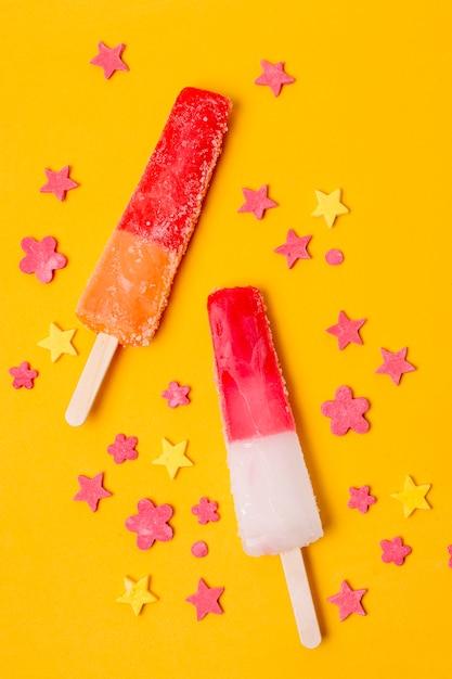 Assortiment van fruit ijslollys bovenaanzicht Gratis Foto