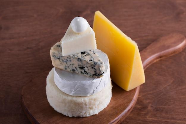 Assortiment van heerlijke kaas Gratis Foto