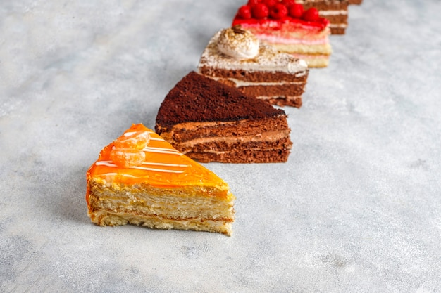 Assortiment van stukjes cake. Gratis Foto