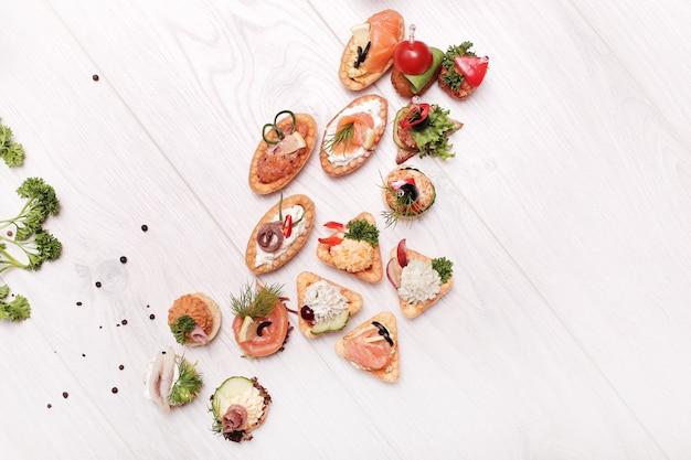 Assortiment van verschillende snacks, bovenaanzicht Gratis Foto