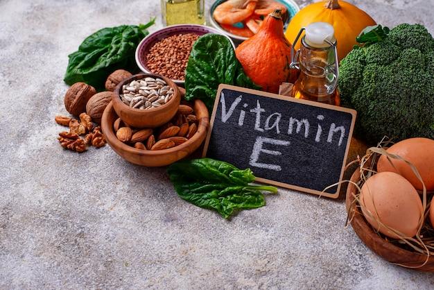 Assortiment voedselbronnen van vitamine e Premium Foto