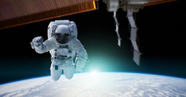 Astronaut die aan een ruimtestation 3d teruggevende elementen werkt Premium Foto
