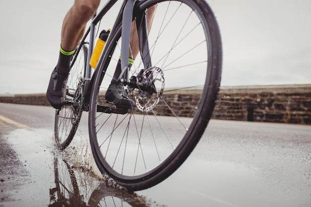 Atleet op zijn fiets Gratis Foto