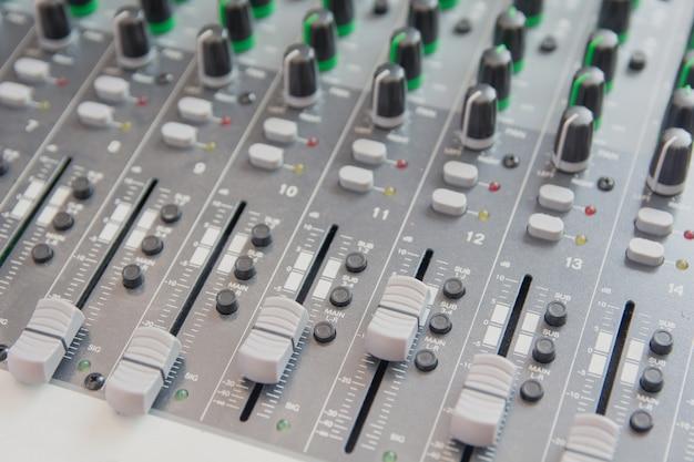 Audio geluid mixer bedieningspaneel. Premium Foto