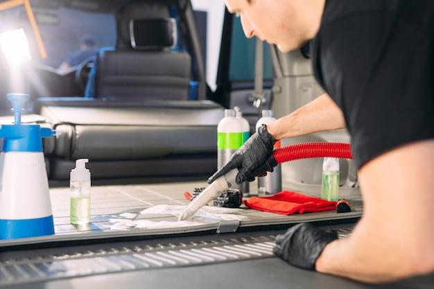 Auto-apotheek. chemische behandeling van kofferbak. Premium Foto