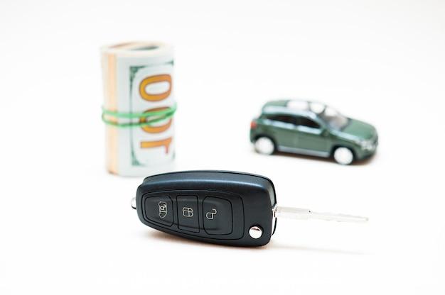 Auto verkopen. geld, sleutel Premium Foto