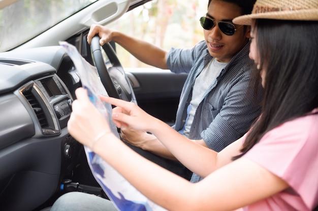 Autoreizen en roadtrips Premium Foto