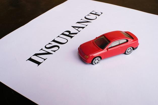Autoverzekering concept met beleid. Premium Foto