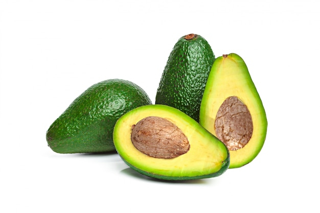 Avocado op een witte achtergrond wordt geïsoleerd die Premium Foto