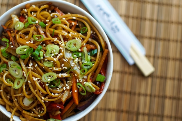 Aziatisch eten in een restaurant Gratis Foto