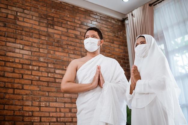 Aziatisch koppel umrah. moslim hadj Premium Foto