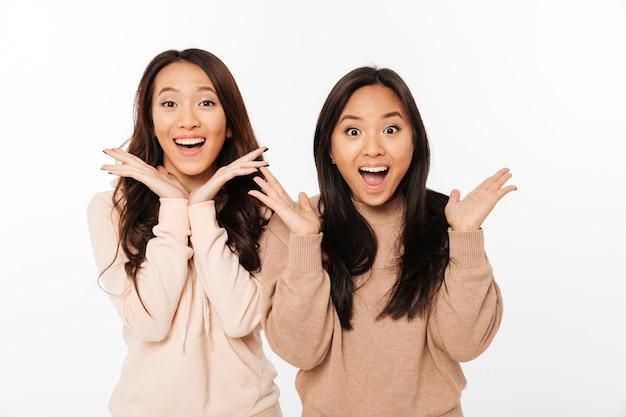 Aziatische behoorlijk geschokte dameszussen Gratis Foto