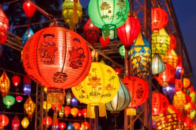 Aziatische lantaarns in internationaal lantaarnfestival Premium Foto