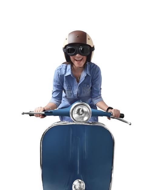 Aziatische vrouw die helm met behulp van die blauwe retro motorfiets drijft Premium Foto