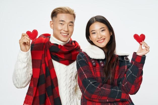 Aziatische vrouw en manposing model samen Premium Foto