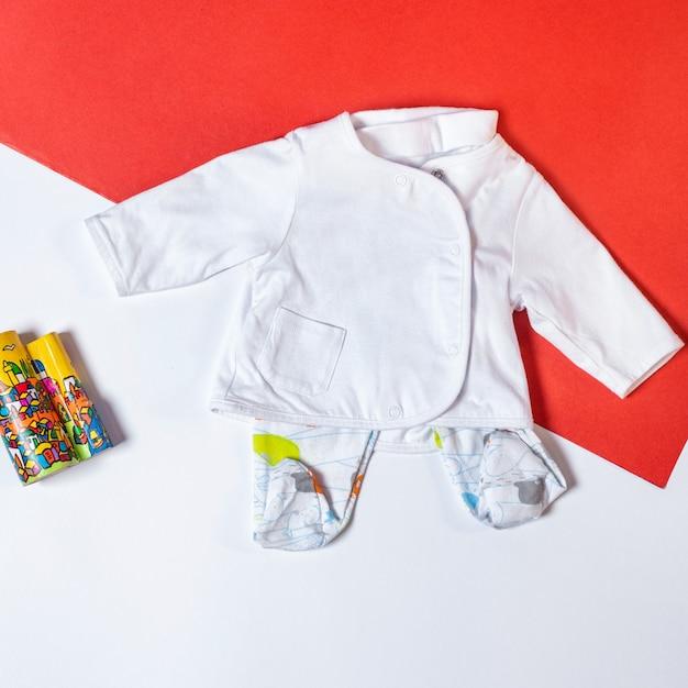Babymeisje kleding en speelgoed spullen, baby fashion concept Premium Foto