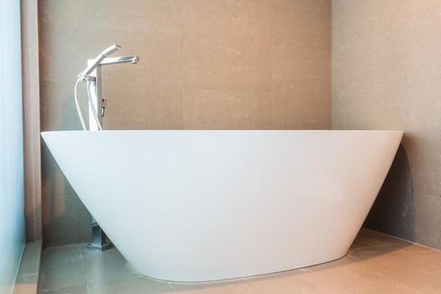 Badkamer met een luxe bad foto gratis download - Foto in een bad ...